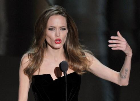 Angelina-Jolie-Skinny-Oscars-2012-490x356