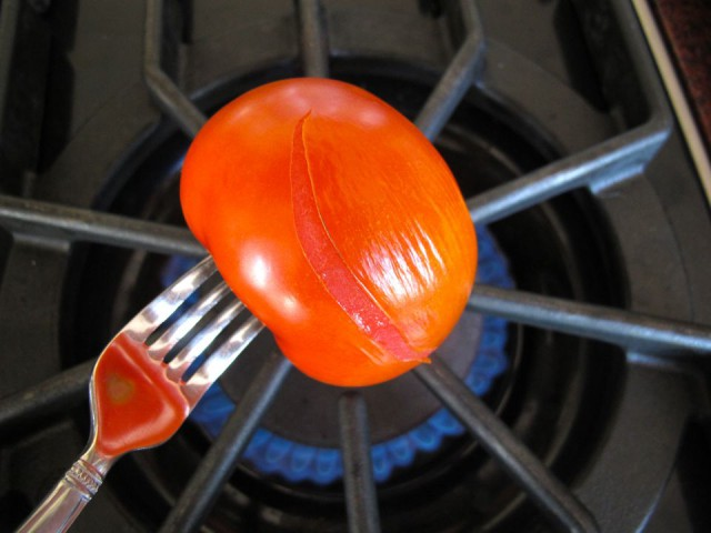 domates kabuğu soyma
