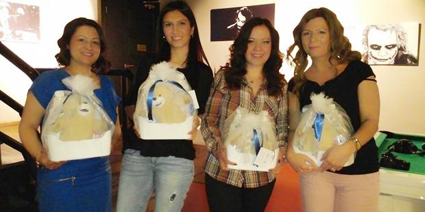 Kızlar Omo Yumuş ikilisi ile beraber