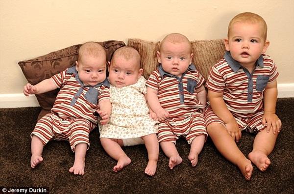 bebek üçüzler
